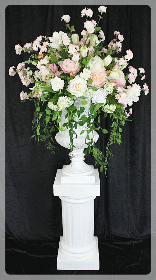 Pedestals and planters