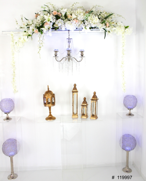 ghost arch with faux florals, chandelier, crystal balls and candleholders gold 80x90 # 119997