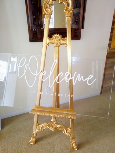 acrylic welcome sigh on a gold easel # 1110181